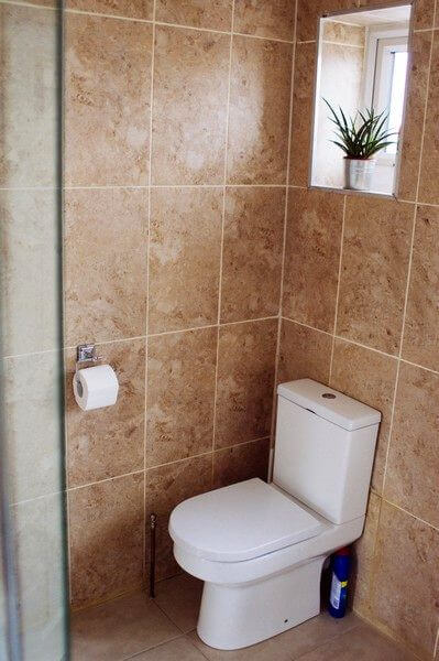 Grenville Holiday Home To Let London Toilet