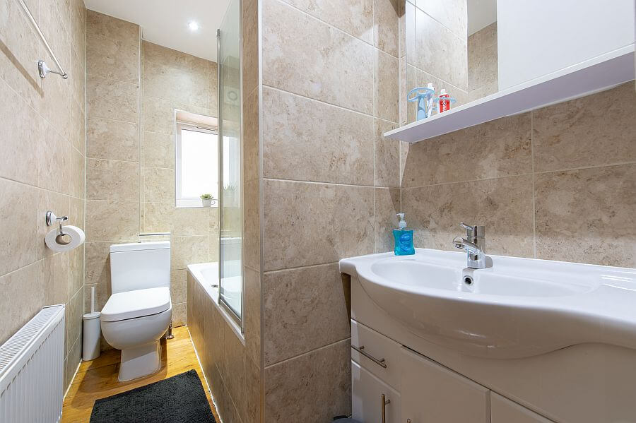 Woodleigh Apartment's Modern Bathroom